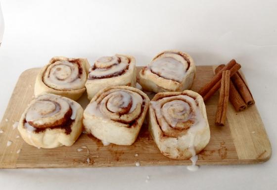 """<img src=""""cinnamon-buns.jpg"""" alt=""""Cinnamon Buns"""" />"""